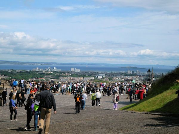 Crowds at Edinburgh Castle